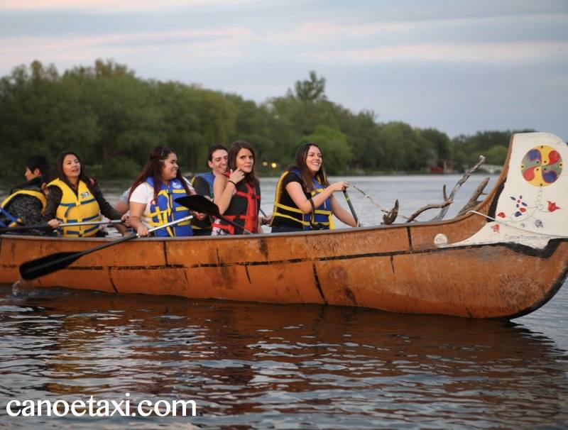 canoe toronto taking students on cultural activities paddling around the toronto islands