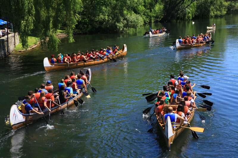 big voyageur canoes take kids camp paddlers around the toronto islands