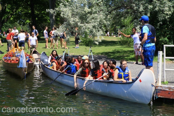summer camp councillors give instructions to kids at paddle toronto islands kids camp.
