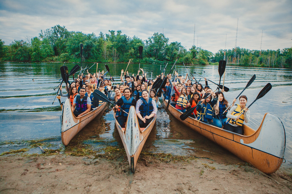 Voyageur Canoe tour of the Toronto Islands with a school group.